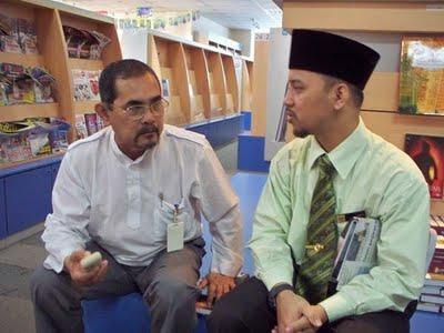 4[1]. Ibnu Ahmad Al Khurauwi, penulis muda yang mempunyai potensi baik. Pegawai DBP.